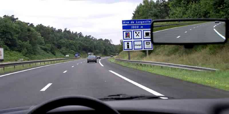 Travel aires make driving in france refreshingly different tootlafrance - Hotel aire autoroute ...
