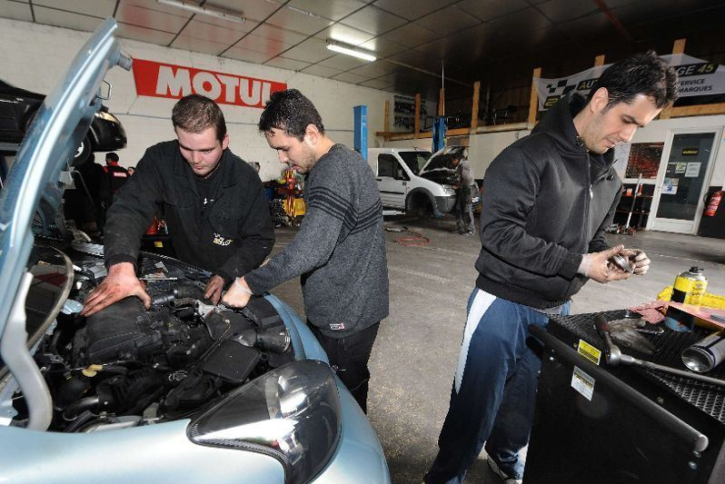 Les self garages on the up in france tootlafrance for Garage ford moselle
