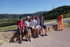 Relaxing at an exceptional aire by the famous Viaduc de Millau - a stop with restaurants, toilets, picnic tables and... a museum, with one of the world's tallest bridge in the background.