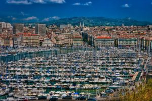 Beaucoup de bateaux: A view of the city and harbour