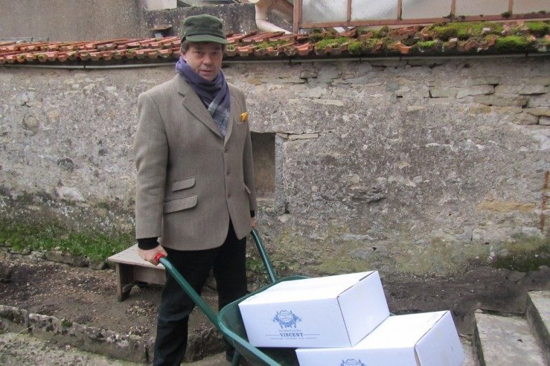 the-easiest-way-to-collect-wine-from-your-winemaker-neighbour.jpg