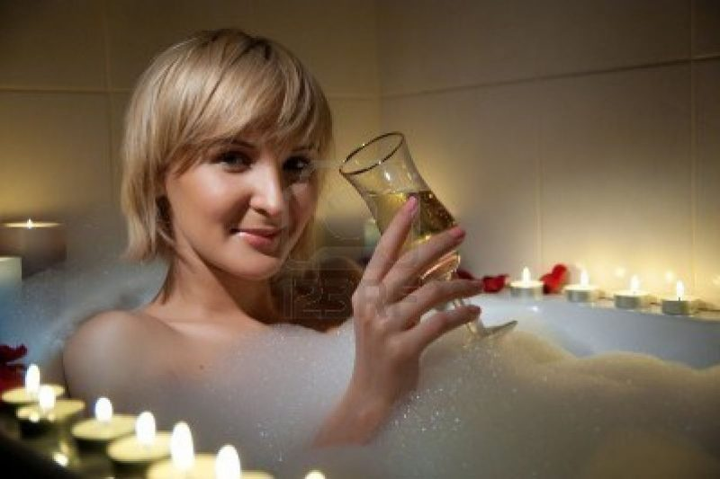French drinking less but with more style tootlafrance for Comfemme nue dans la salle de bain