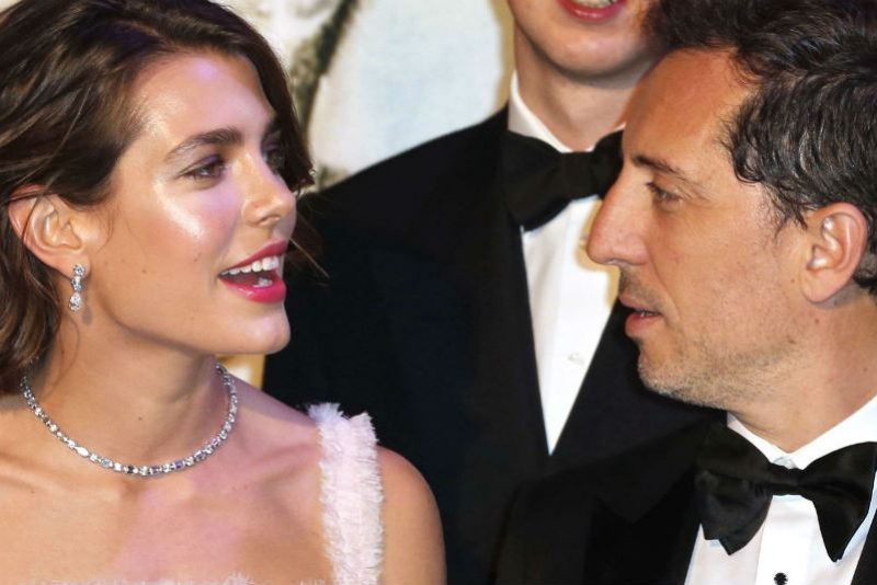 gad-elmaleh-et-charlotte-casiraghi-s-aiment-officiellement.jpg