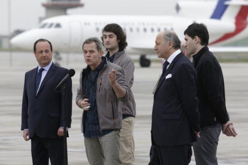 retour-en-france-des-ex-otages-franais-en-syrie-big.jpg